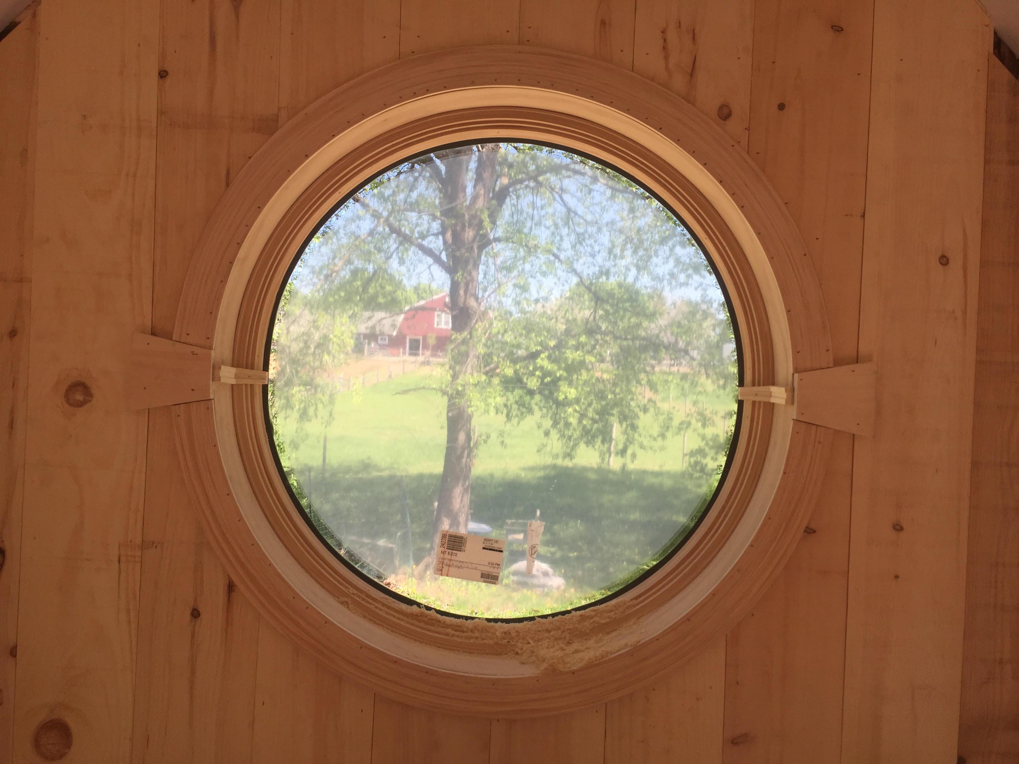 Accessory bld round window w view